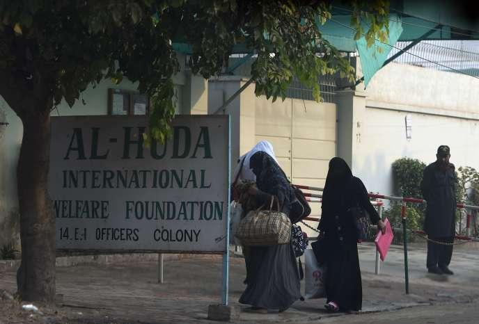 Tashfeen Malik, 29 ans, a étudié à l'institut Al-Huda dans la ville de Multan (centre), un établissement pour les femmes de classe moyenne cherchant à approfondir leur foi musulmane.