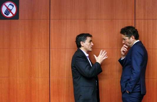 Le ministre des finances grec, Euclide Tsakalotos, et Jeroen Dijsselbloem, président de l'Eurogroupe, à Bruxelles, le 7 décembre.