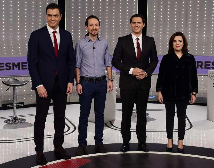Les représentants des quatre partis arrivés en tête des élections générales espagnoles du 20 décembre : Pedro Sanchez (PSOE), Pablo Iglesias (Podemos), Albert Rivera (Ciudados) et Soraya Sáenz de Santamaría (vice-présidente du gouvernement Rajoy, PP).