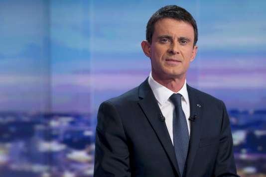 Manuel Valls sur le plateau de TF1 lundi 7 décembre.