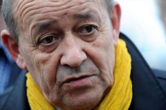 Le ministre de la défense et tête de liste socialiste en Bretagne, Jean-Yves Le Drian, le 7 décembre à  Concarneau.