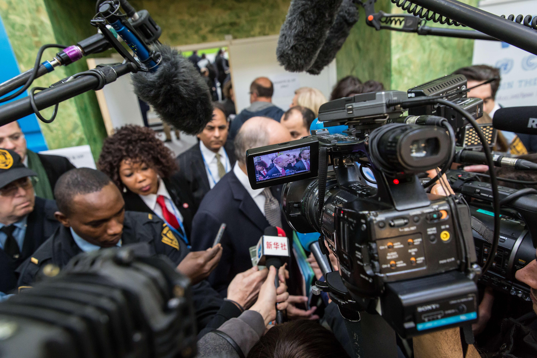 """Depuis samedi 5 décembre, Laurent Fabius et son équipe disposent d'un projet d'accord qui reste """"à approfondir et à concrétiser d'ici à vendredi""""."""