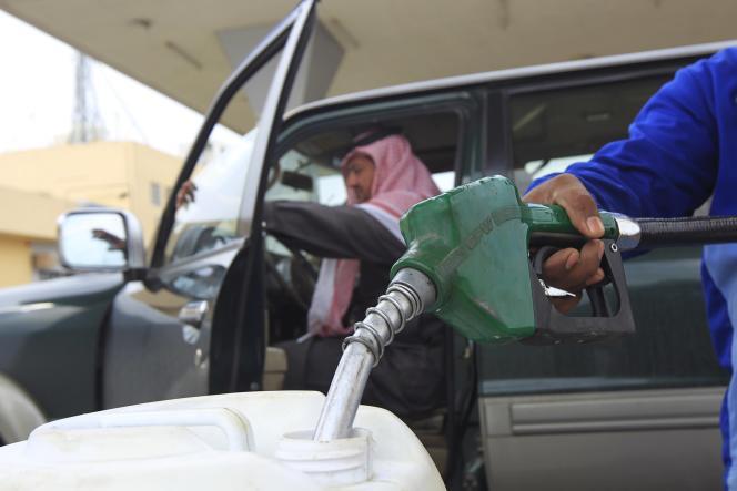 Dans une station service de Riyadh, en Arabie Saoudite, en décembre 2012.