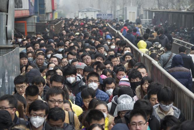 Sortie de la station de métro Tiantongyuan à Pékin le 8 décembre 2015.