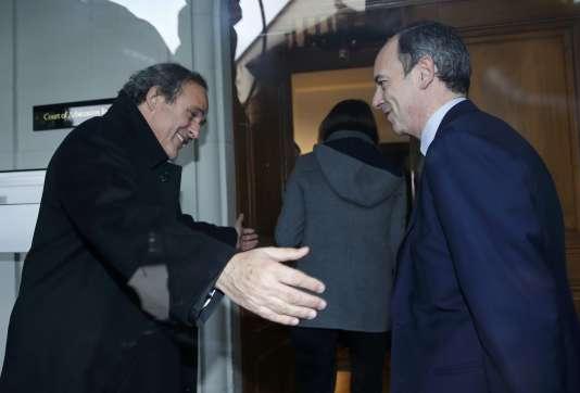 Le président de l'UEFA Michel Platini et son conseiller juridique Thomas Clay arrive au Tribunal Arbitral du Sport le 8 décembre à Lausanne (Suisse).