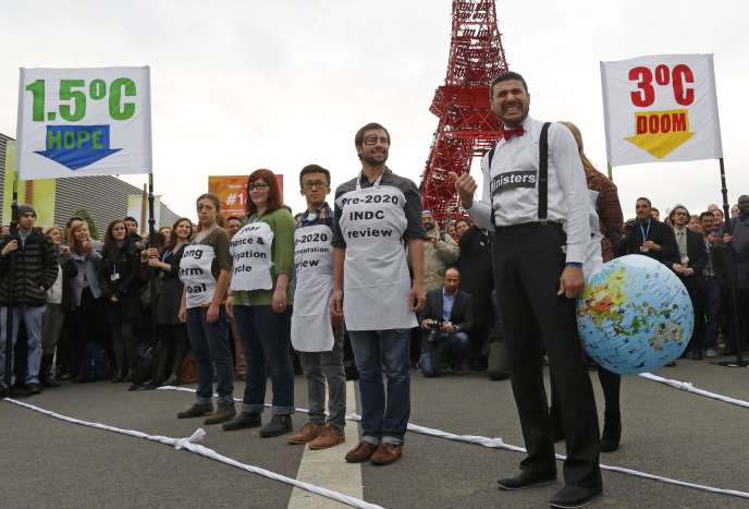Manifestation au Bourget à l'occasion de la COP21, 8 décembre 2015.      REUTERS/Jacky Naegelen