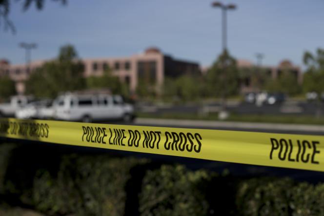 Aux abords du Inland Regional Center, théâtre de la fusillade de San Bernardino, en Californie, le 2 décembre.