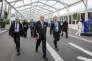 Laurent Fabius en déplacement dans les stands de la COP21