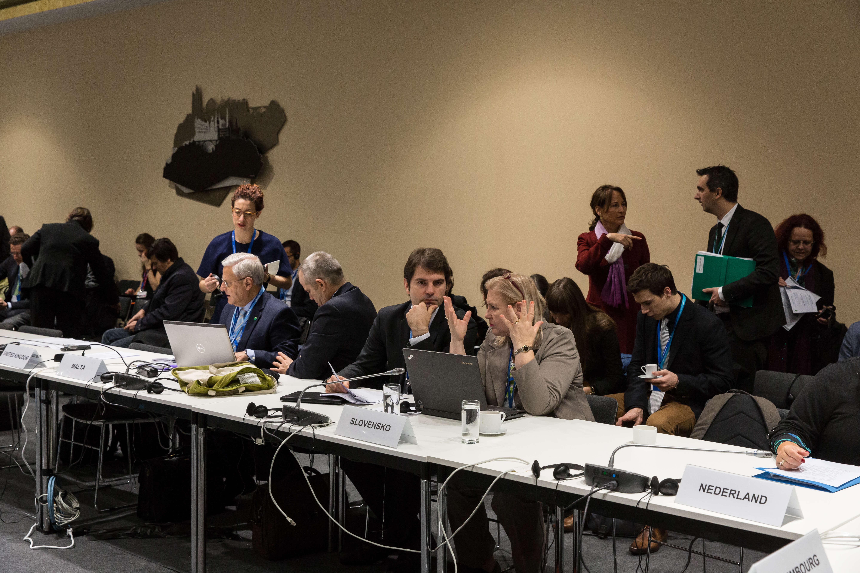 Réunion quotidienne de coordination des ministres de l'environnement et du commissaire européen en charge des négociations de l'Union européenne.