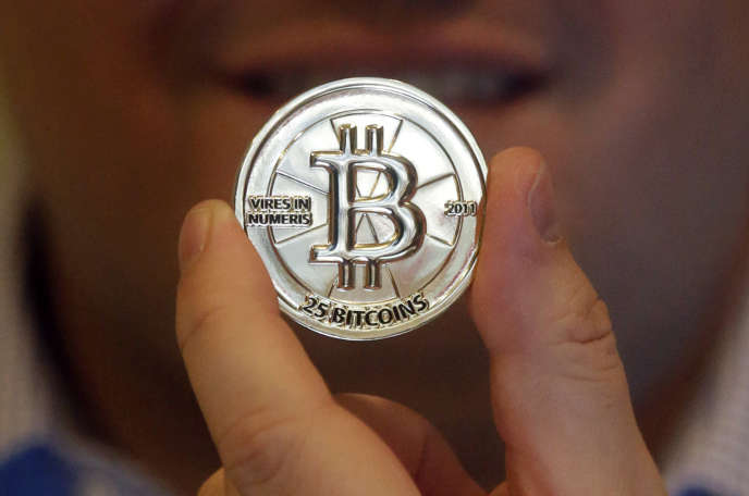 « la disruption des modèles actuels viendra probablement de la blockchain. Cette technologie permet tout type d'échange (information, produits, services, …) entre personnes (de pair à pair), de manière décentralisée et sécurisée et sans autorité centrale de contrôle (donc sans intermédiaire), notamment en utilisant des cryptomonnaies comme le bitcoin.»