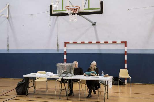 Un bureau de vote désert dans le quartier du Neuhauf à Strasbourg, le 6 décembre 2015, au premier tour des élections régionales.