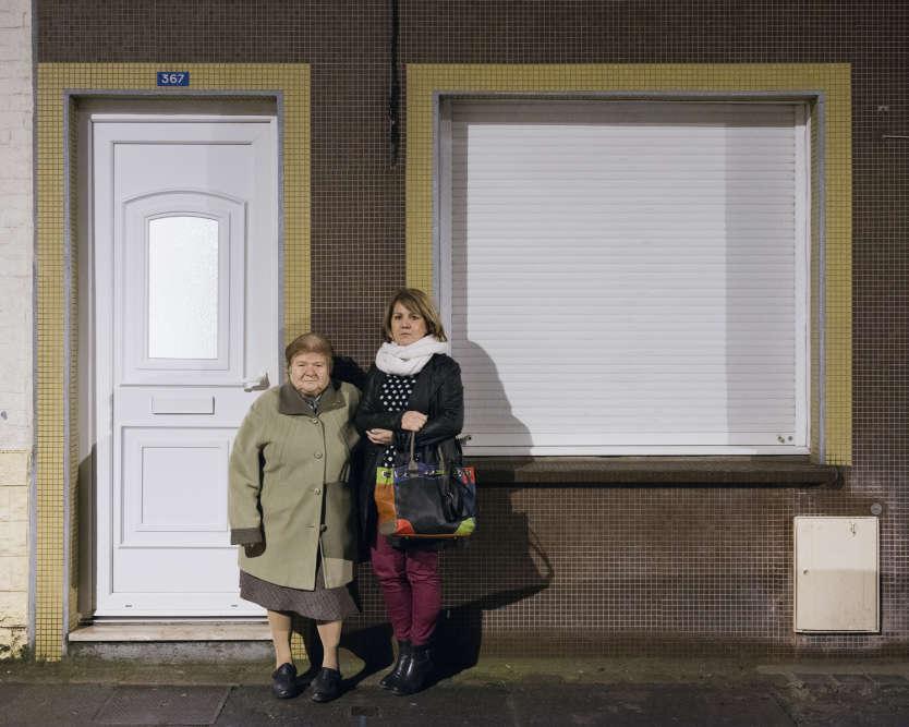 Rosa Cianci, une ancienne ouvrière de peignage, dont la maison devrait être réhabilitée, et sa fille Claudine.  « J'ai cru que j'allais m'effondrer quand je l'ai appris ». « Avec le prix qu'ils proposent - 80 000 euros pour 60 m2 - on ne trouvera rien d'équivalent. Notre mère veut rester dans le quartier, elle y a tous ses repères et ses amis », insiste Claudine.