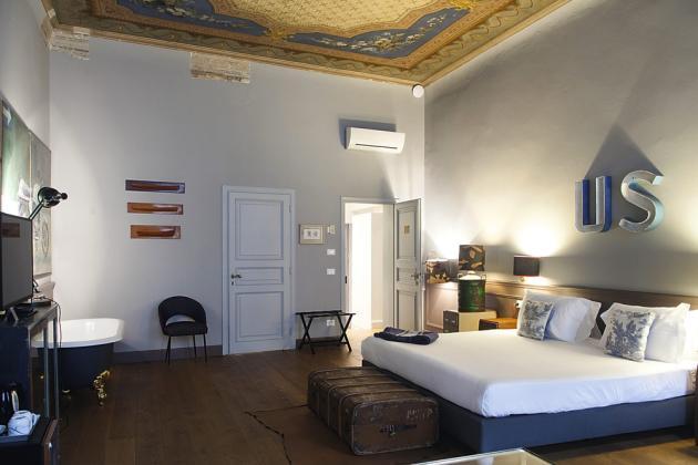 Le Soprarno Suites est installé dans un ancien palais, via Maggio.