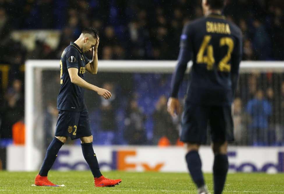 Monaco, auteur d'un surprenant parcours européen la saison précédente (quart de finaliste de Ligue des Champions), est éliminé cette fois sans gloire, sur une lourde défaite face à Tottenham (4-1), avec notamment un triplé de l'Argentin Erik Lamela.