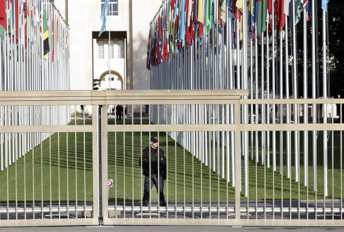 Devant le siège de l'ONU, à Genève, le 10 décembre 2015.
