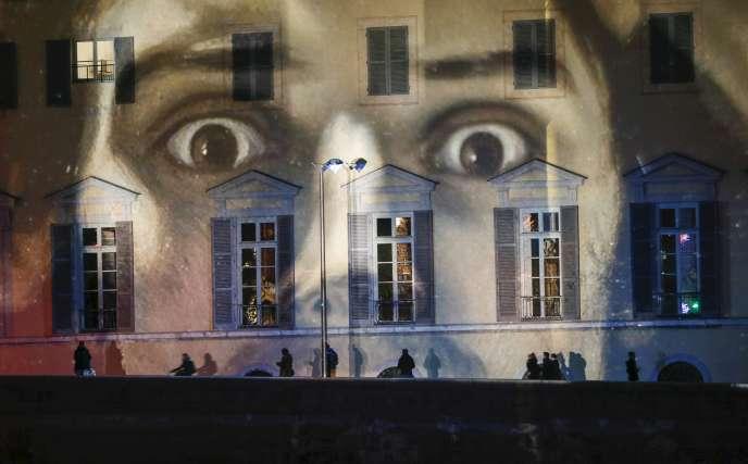 A Lyon, une installation en hommage aux victimes des attentats du 13 novembre.