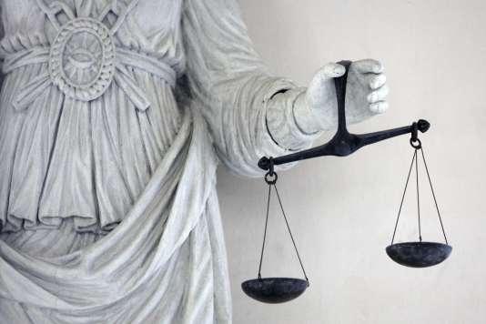 Les associations invitent les justiciables à les consulter avant de se lancer dans un procès. Elles les aident à constituer des dossiers conformes aux dispositions du code de procédure civile, faute de quoi ils encourent des rejets. «Avoir raison en dehors des formes, c'est avoir tort!», prévient un juriste.