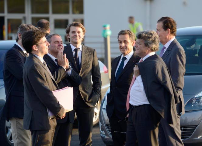 Le 4 avril 2012 sur l'île de La Réunion, Nicolas Sarkozy entouré de son équipe de campagne pour les élections présidentielles, Jean-Louis Borloo, Dominique Perben, Olivier Biancarelli, Xavier Bertrand et François Baroin.