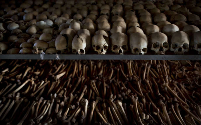 Dans le mémorial de Ntarama, au Rwanda, en 2015.