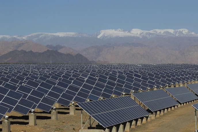Réduire les émissions de CO2 sans ralentir la croissance économique est le principal défi de la conférence sur le climat. Les technologies utilisant les facteurs de production non polluants tels que le vent et le rayonnement solaire sont assurément des éléments clés de la solution.