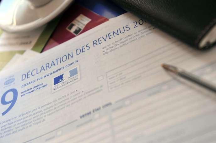 Le ministre des finances, Michel Sapin, et le secrétaire d'Etat chargé du budget, Christian Eckert, ont dévoilé, mercredi 16 mars, une grande partie du dispositif de la réforme du prélèvement à la source préparée par le gouvernement.