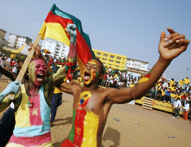 Des supporters de l'équipe de football du Cameroun en 2008, à Yaoundé.
