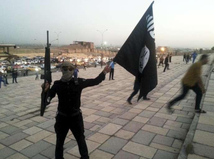 Un combattant de l'Etat Islamique, en juin 2014, à Mossoul.