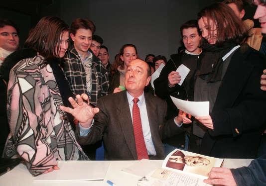 Politiques, chanteurs, sportifs, bref les plus grandes personnalités – de Jacques Chirac à Jean Paul II, en passant par Bernard Tapie ou Johnny Hallyday – ont eu droit à leur marionnette.