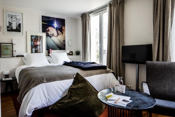 Une chambre de l'hôtel Pigalle, dans le 9e arrondissement de Paris.