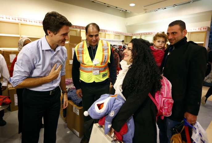 « On se souviendra tous de ce jour », a dit Justin Trudeau avant d'aller saluer les familles, souvent des mères avec leurs enfants, débarqués à l'abri des caméras et du public.