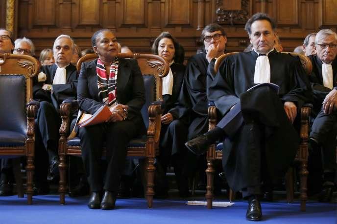 Le bâtonnier de Paris Pierre-Olivier Sur et la ministre de la justice Christiane Taubira, lors de la rentrée solennelle du premier barreau de Paris, le 11 décembre.