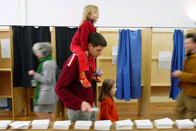 Premier tour de l'élection présidentielle  à Lyon le 21 avril 2002.
