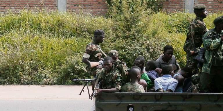 Les témoins assurent que la plupart des personnes ont été tuées vendredi en fin d'après-midi et dans la nuit de vendredi à samedi, bien après l'attaque des camps militaires et loin de ces camps.