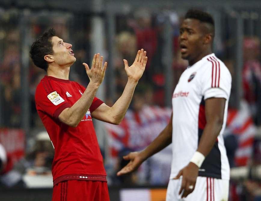 Les incantations de Robert Lewandowski ont payé samedi lors de la 16e journée de Bundesliga. Le buteur polonais a ouvert le score en inscrivant son 15e but de la saison. Vainqueur d'Ingolstadt (2-0), le Bayern s'est assuré le titre officieux de champion d'automne pour la 5e année de rang .