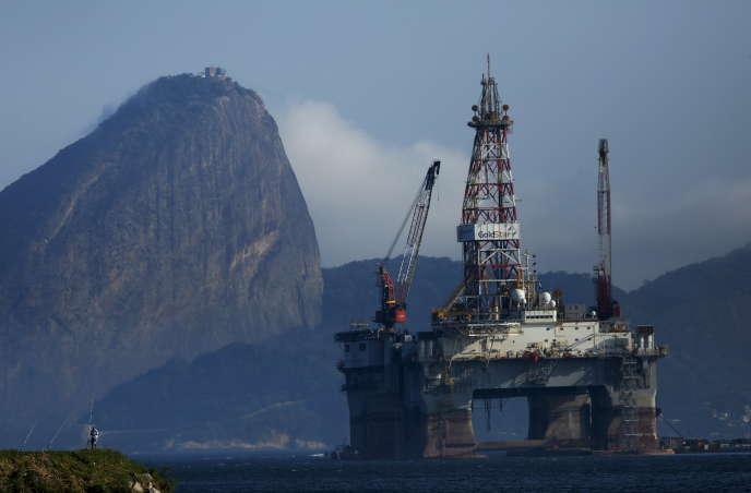 Une plateforme pétrolière dans la baie de Guanabara, près de Rio de Janeiro. Entre 2001 et 2010, les exportations de minerais et d'hydrocarbures d'Amérique latine vers la Chine ont ainsi crû de 16 % par an
