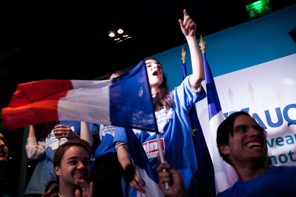 Des militants et sympathisants du parti Les Républicains fêtent la victoire de Laurent Wauquiez à Lyon.