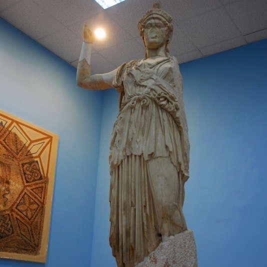 Bercy rappelle au Syndicat national des antiquaires et aux négociants en objets d'art, tableaux anciens et modernes, ainsi qu'au Syndicat national du commerce de l'antiquité, de l'occasion et des galeries d'art que « le commerce de certaines œuvres d'art d'origine syrienne ou irakienne est interdit », « en vertu des règlements européens de 2003 et de 2012 ».