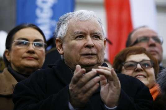 Jaroslaw Kaczynski, leader du parti au pouvoir Droit et justice, le 13 décembre 2015, à Varsovie.