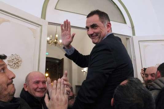 Le candidat du parti nationaliste Gilles Simeoni à l'annonce des résultats du second tour des élections régionales, en Corse le 13 décembre 2015.