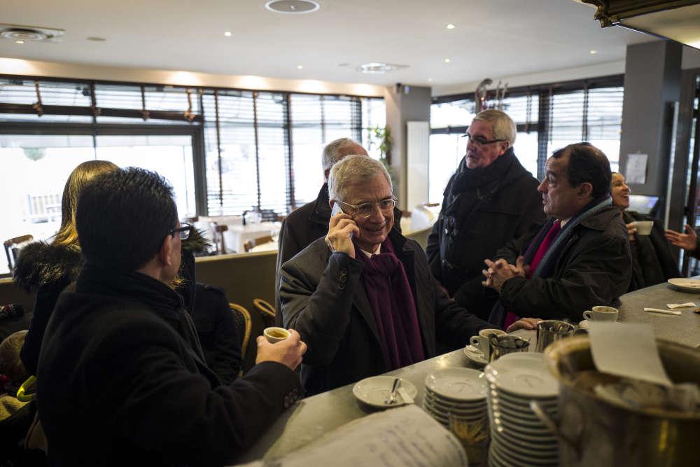 Claude Bartolone, candidat socialiste en Ile-de-France, vote aux Lilas (Seine-Saint-Denis).