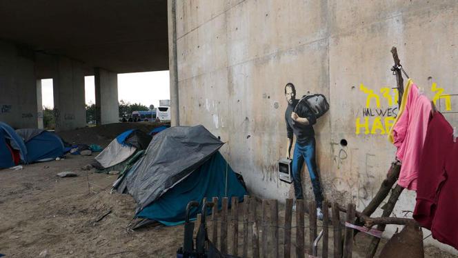 Une des oeuvres réalisées par Banksy à Calais, à l'entrée de la jungle, représentant Steve Jobs, ancien patron d'Apple.