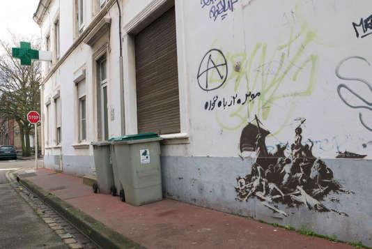 """Une des oeuvres réalisées par Banksy à Calais, inspirée du """"Radeau de 'La Méduse'"""" de Géricault."""