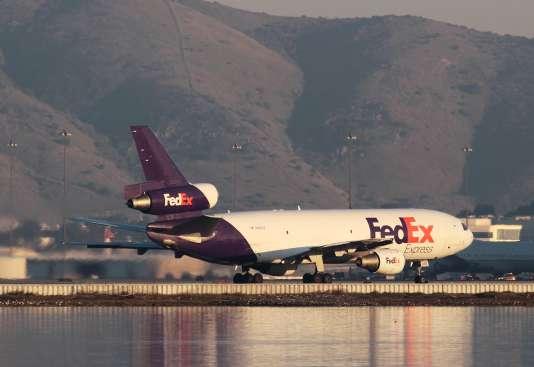 Un avion de fret appartenant à Fedex, sur le tarmac de l'aéroport de San Francisco, le 14 février.