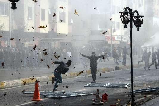 Deux manifestants ont été tués lors d'affrontements avec la police à Diyarbakir, au sud-est de la Turquie.