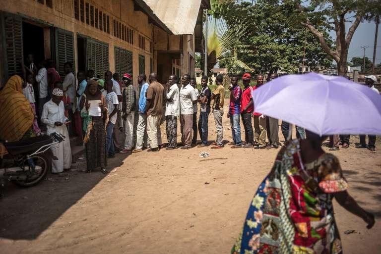 La queue des électeurs à l'école de Koudoukou, dans le quartier PK5 de Bangui.