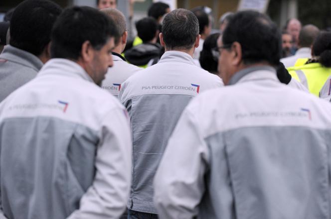 Des employés de PSA Aulnay le 25 octobre 2013.