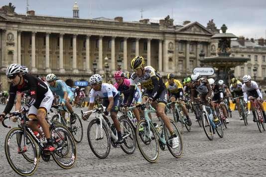 Le peloton du Tour 2015, le 26 juillet à Paris.