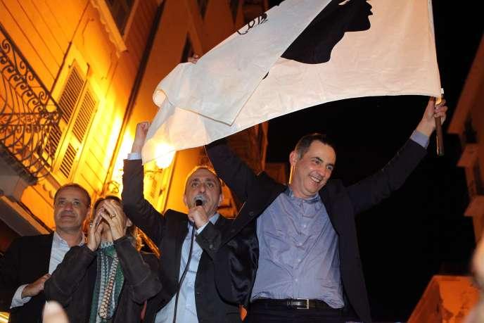 Gilles Simeoni (à droite) et Jean-Guy Talamoni, le dimanche 13 décembre à Bastia.
