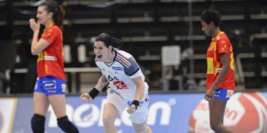 Alexandra Lacrabère après son but victorieux contre l'Espagne, lundi 14 décembre, à Kolding au Danemark.