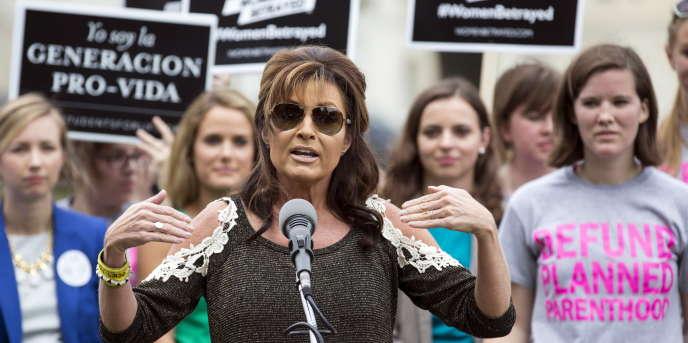 Sarah Palin se dit séduite par le discours « antisystème » de Marion Maréchal-Le Pen, par sa foi et par ses prises de position contre l'avortement.